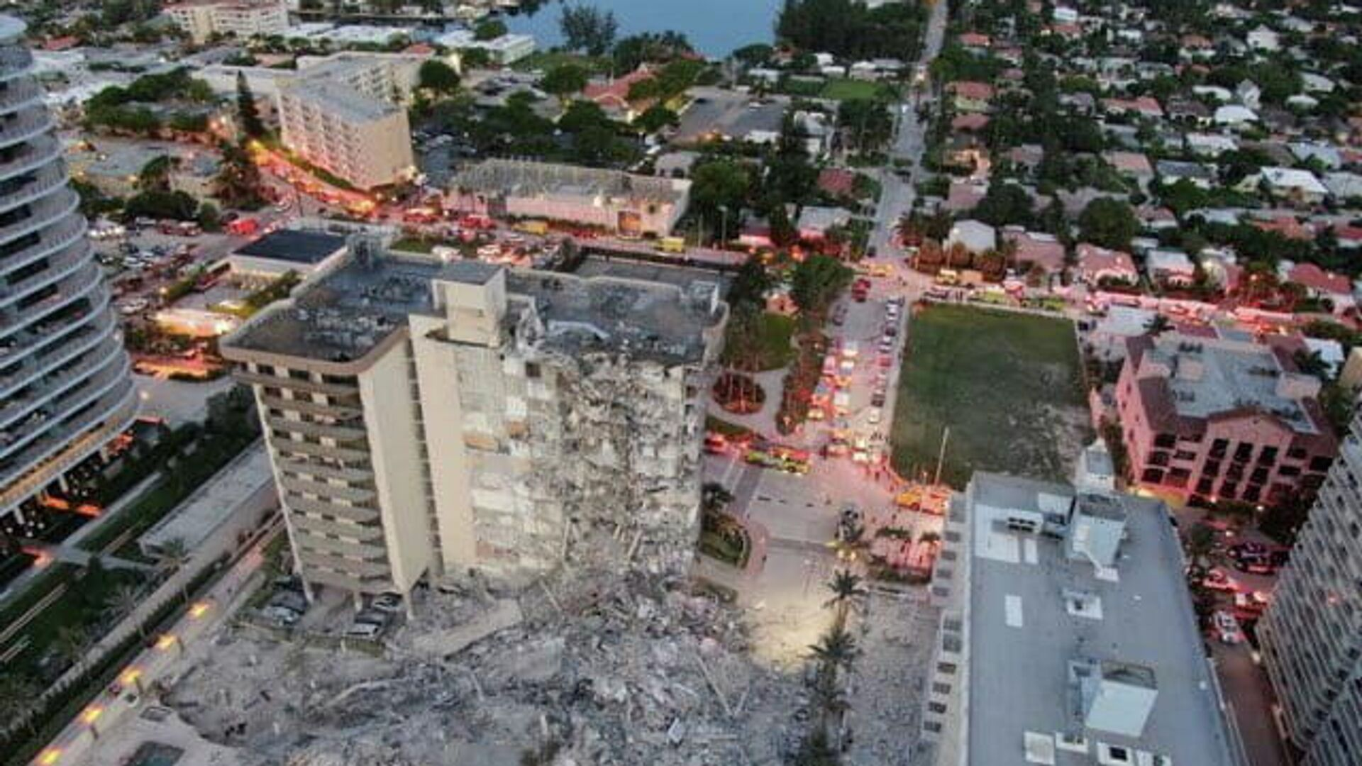 Florida: crollo di un edificio residenziale a più piani - Sputnik Italia, 1920, 24.06.2021