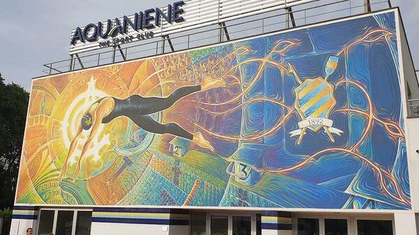 Фреска Dimensione divina, посвященная пловчихе Федерике Пеллегрини на фасаде бассейна Aquaniene в Риме - Sputnik Italia