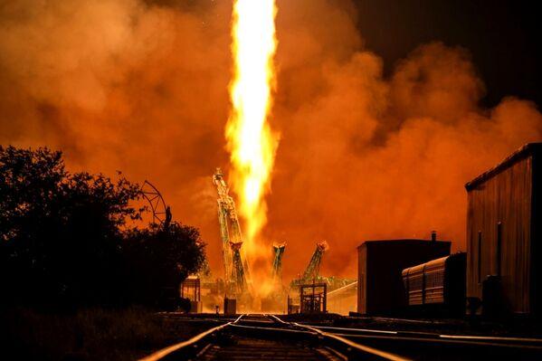 Lancio del razzo vettore Soyuz-2.1a con il veicolo cargo Progress MS-17 dal cosmodromo di Baikonur, Kazakistan. - Sputnik Italia