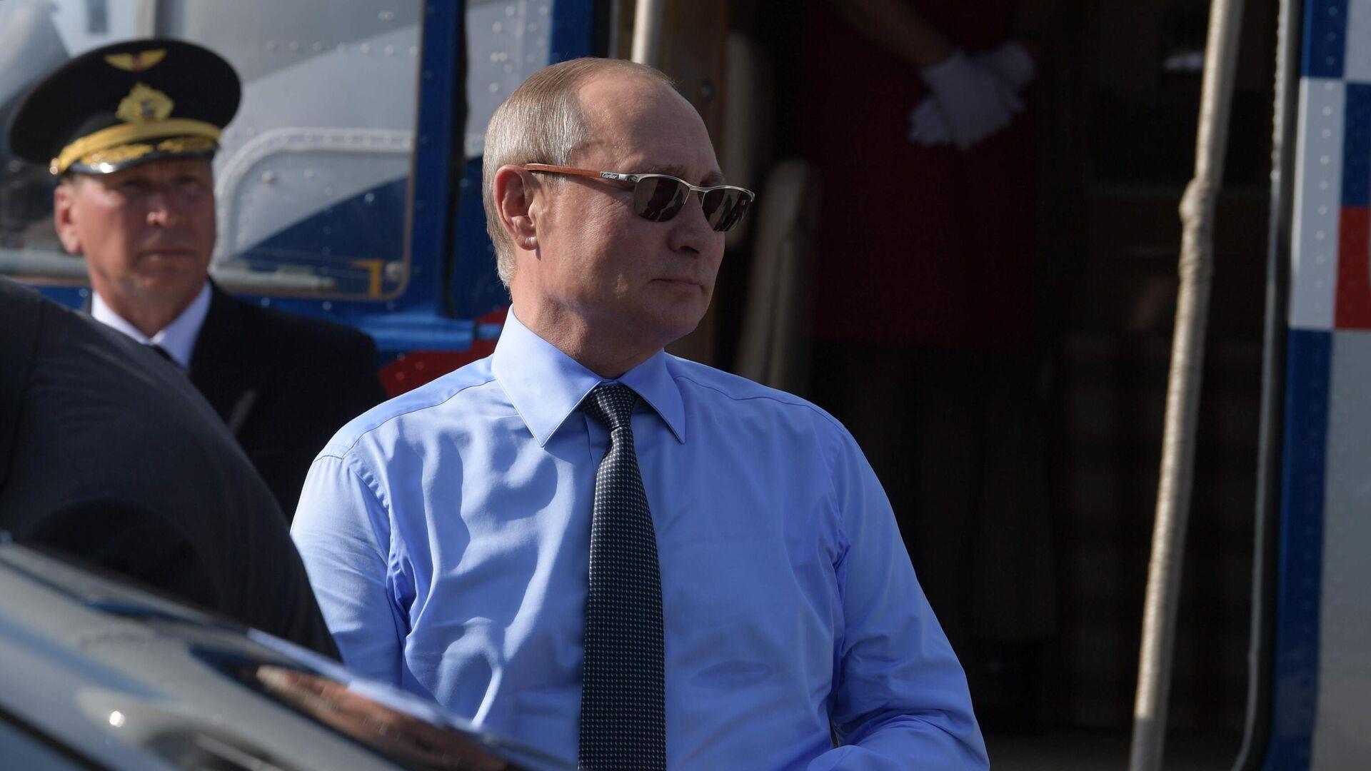 Vladimir Putin in Francia, 2019 - Sputnik Italia, 1920, 26.07.2021