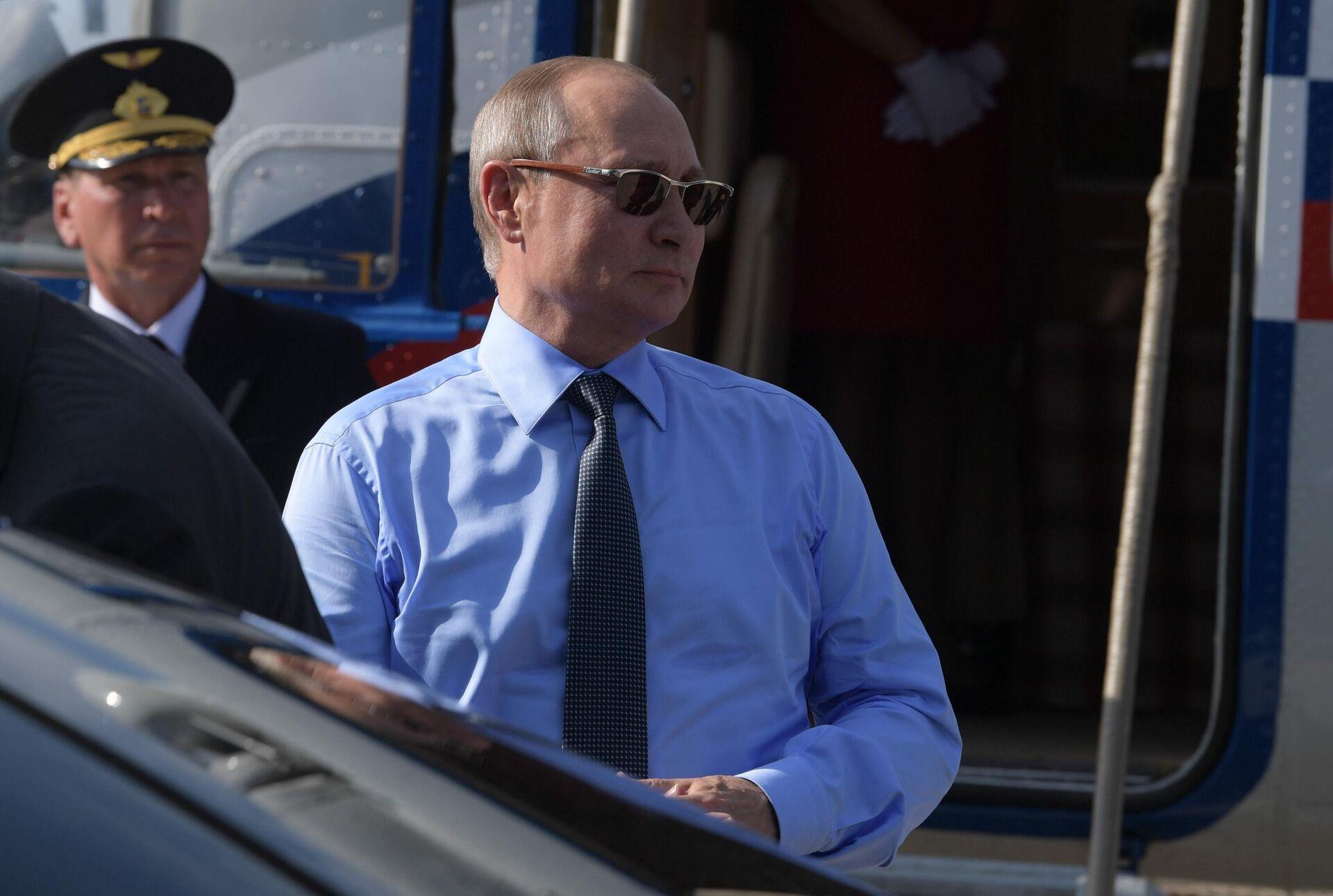 Vladimir Putin in Francia, 2019 - Sputnik Italia, 1920, 03.07.2021