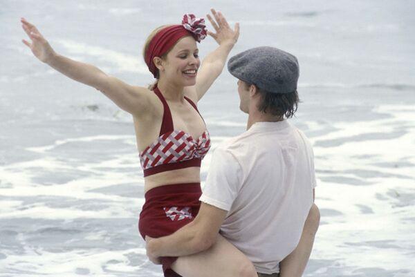 """Rachel McAdams e Ryan Gosling in un film diretto da Nick Cassavetes """"Le pagine della nostra vita"""", 2004. - Sputnik Italia"""