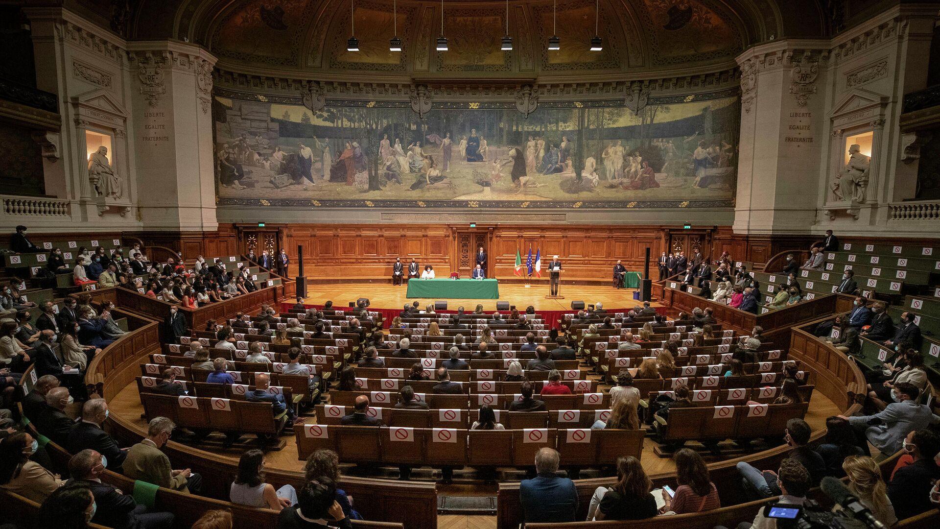 Il Presidente della Repubblica Sergio Mattarella all'Université La Sorbonne,in occasione della visita di Stato nella Repubblica di Francia.  - Sputnik Italia, 1920, 05.07.2021