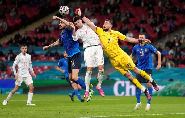 L'Italia meno brillante di questo fantastico Euro 2020 si guadagna per la quarta volta nella storia la finale del torneo continentale. - Sputnik Italia