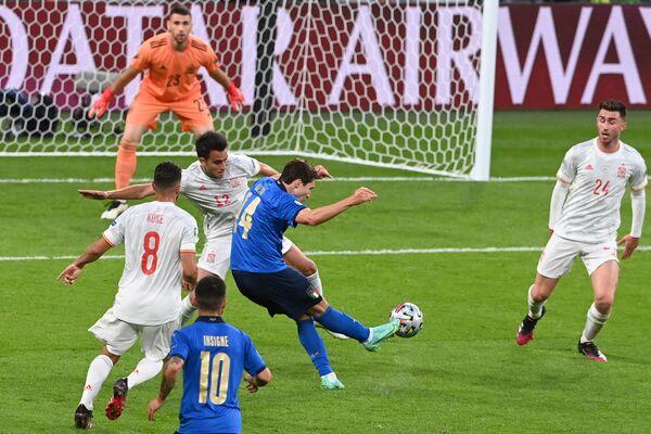 Al 60° minuto della ripresa sblocca il risultato per l'Italia Federico Chiesa. - Sputnik Italia