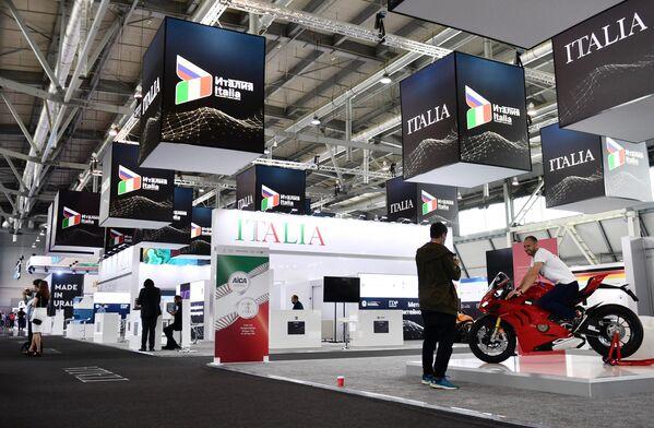 INNOPROM è uno dei più eminenti appuntamenti in Russia per quelle società impegnate nel comparto dell'innovazione tecnologica applicata alla produzione industriale. - Sputnik Italia