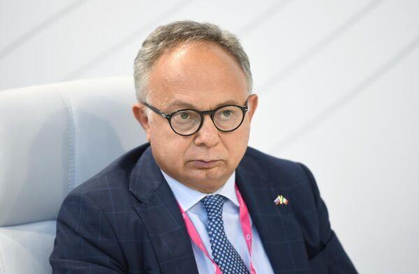 Carlo Ferro, Presidente del consiglio di Amministrazione dell'Agenzia ICE, alla fiera dell'innovazione e della tecnologia INNOPROM-2021 a Ekaterinburg, Russia. - Sputnik Italia