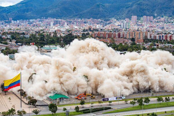 L'edificio del ministro della Difesa della Colombia è stato distrutto in un'esplosione controllata, Bogotà, 4 giuglo.  - Sputnik Italia