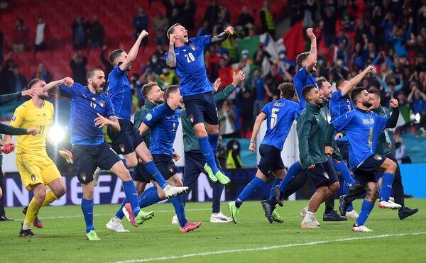 Nella prima semifinale di Euro 2020 l'Italia ha battuto la Spagna dopo i calci di rigore e vola in finale dove affronterà l'Inghilterra.  - Sputnik Italia