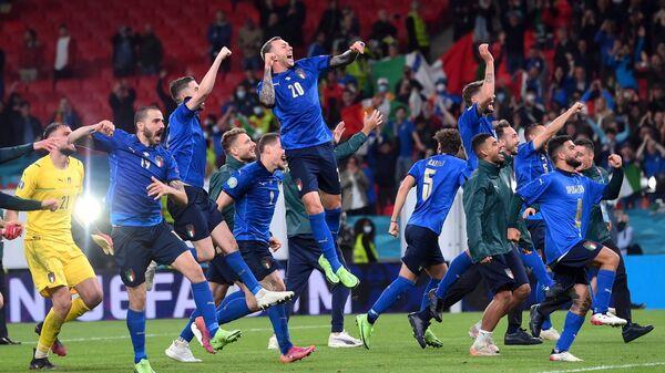 Игроки итальянской сборной после выхода в финал Евро-2020  - Sputnik Italia