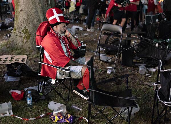 Un tifoso danese dopo che l'Inghilterra ha battuto 2-1 la Danimarca nella semifinale di Euro 2020. - Sputnik Italia