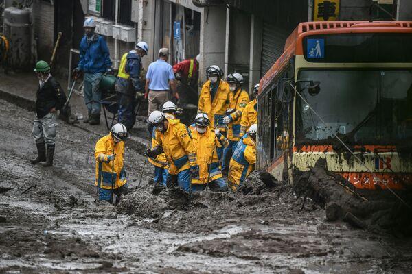 Dopo la frana nella città di Atami in Giappone, la polizia sta cercando le persone disperse. - Sputnik Italia