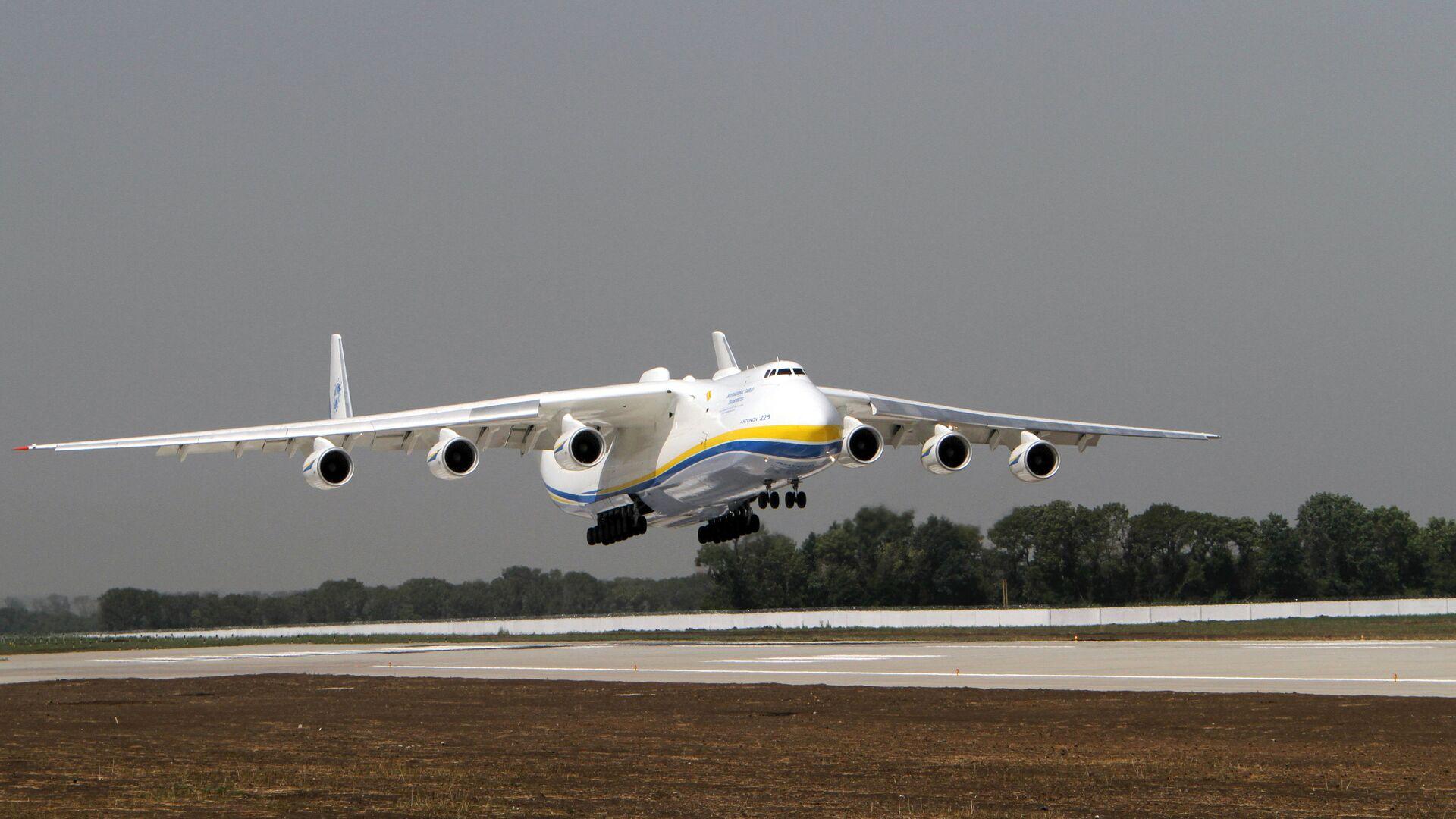 El avión de carga más grande del mundo, el Antonov An-225 Mriya  - Sputnik Italia, 1920, 09.07.2021