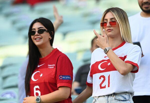 Tifose della Turchia allo Stadio  Olimpico di Baku durante la partita Turchia - Galles di Euro-2020, Azerbaigian, 16 giugno 2021. - Sputnik Italia