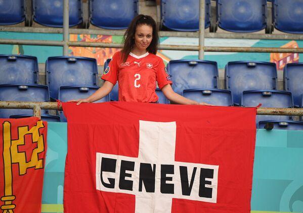 Una tifosa svizzera in tribuna prima della partita Italia - Svizzera, Stadio Olimpico, Roma, 16 giugno 2021. - Sputnik Italia