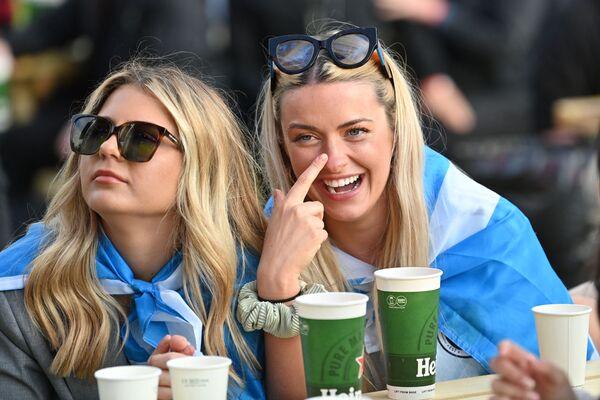 Le tifose scozzesi guardano la partita Inghilterra - Scozia nella fan zone di Glasgow, 18 giugno 2021. - Sputnik Italia