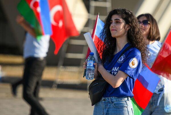 Una tifosa turca prima della partita Turchia - Galles dell'Euro 2020.  - Sputnik Italia