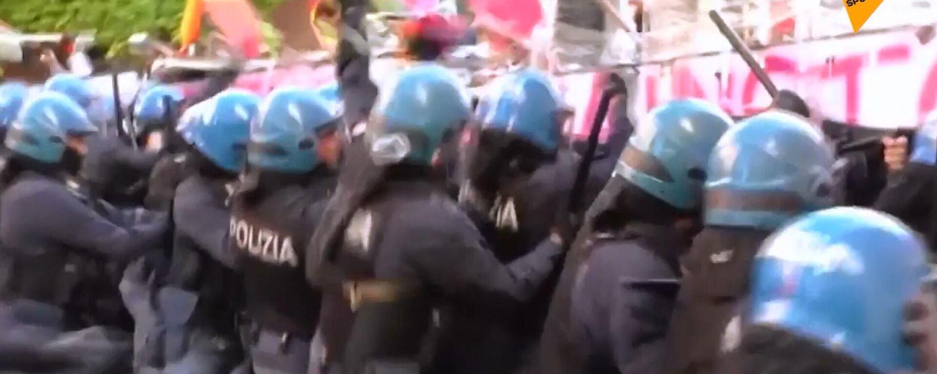 Venezia: scontri tra agenti di polizia e manifestanti durante la protesta contro il G20 - Sputnik Italia, 1920, 11.07.2021