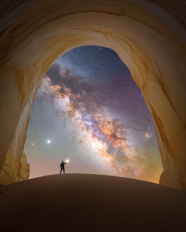 """La foto """"Camera di luce"""" del fotografo Spencer Welling,  che è diventata una delle vincitrici del concorso fotografico """"Milky Way Photographer of the Year"""", la foto scattata presso Utah, USA - Sputnik Italia"""