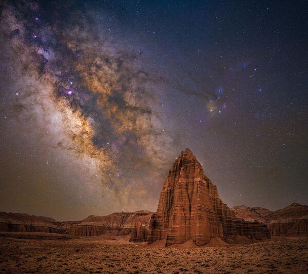 """La foto """"Tempio del sole"""" del fotografo Bryony Richards, che è diventata una delle vincitrici del concorso fotografico """"Milky Way Photographer of the Year"""", la foto scattata nel Parco nazionale di Capitol Reef, Utah, USA - Sputnik Italia"""