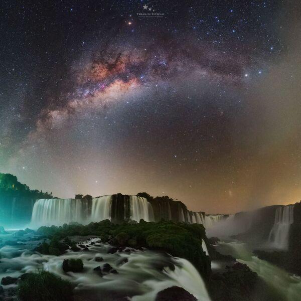 """La foto """"La gola del diavolo"""" del fotografo Victor Lima, che è diventata una delle vincitrici del concorso fotografico """"Milky Way Photographer of the Year"""", la foto scattata presso le Cascate di Iguazu, Brasile - Sputnik Italia"""