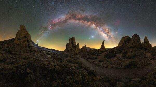 Снимок Rising from the dust фотографа Lorenzo Ranieri Tenti , ставший победителем конкурса 2021 Milky Way Photographer of the Year - Sputnik Italia