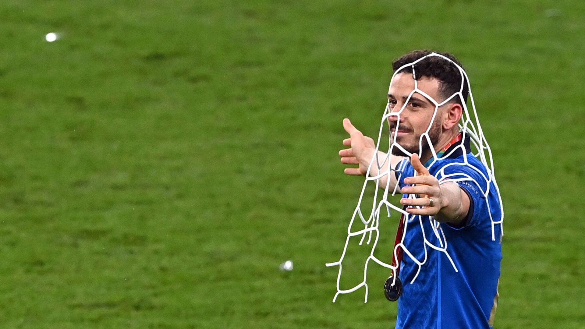 Игрок сборной Италии Алессандро Флоренци после победы команды на Евро-2020 - Sputnik Italia, 1920, 15.07.2021