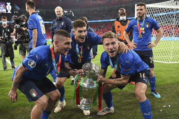 L'Italia ha portato a 34 partite senza sconfitte consecutive il suo record grazie al successo nella finalissima di Euro 2020. - Sputnik Italia
