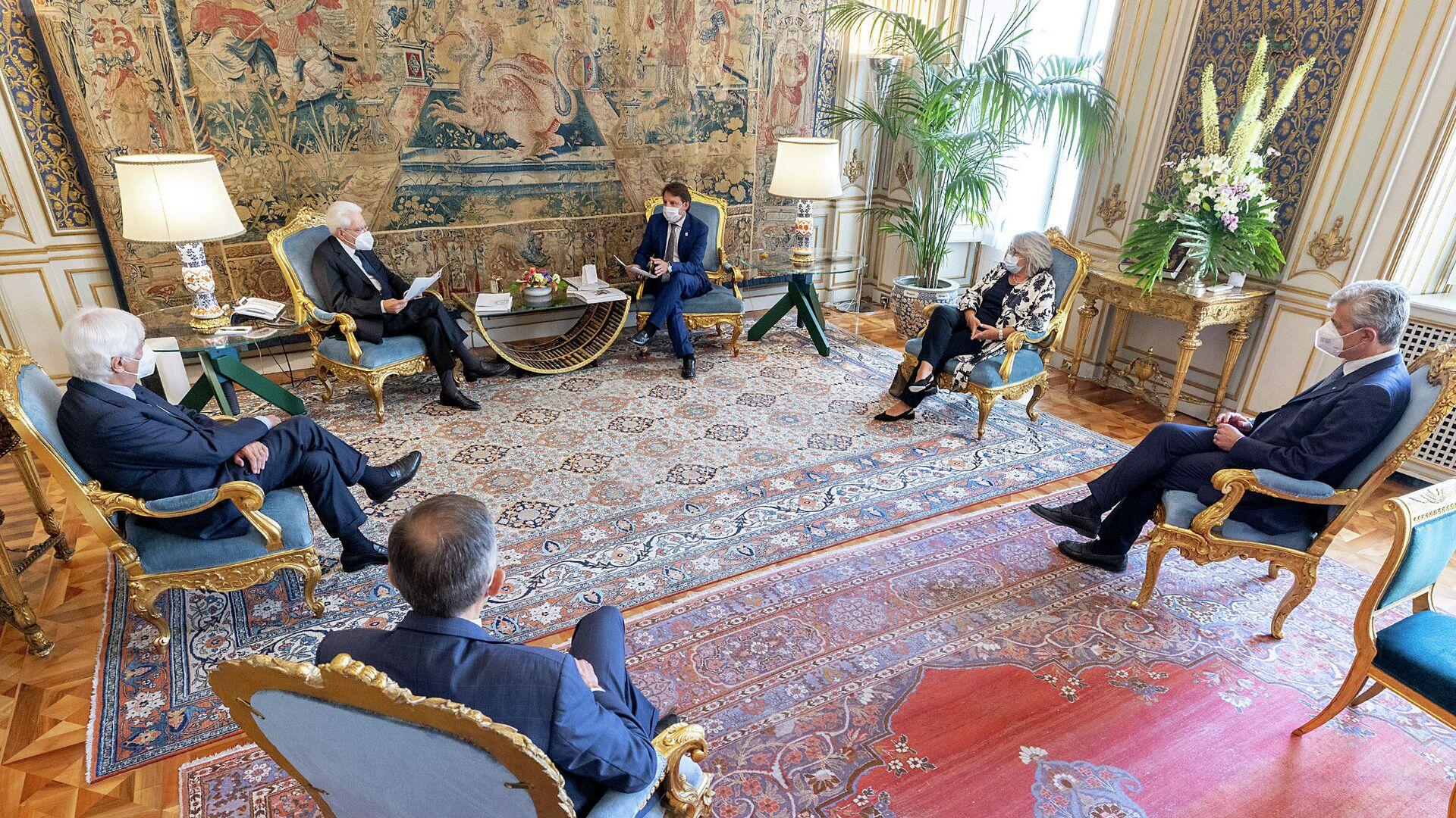 Il Presidente Sergio Mattarella nel corso dell'incontro con Pasquale Tridico e Gabriella Di Michele, rispettivamente Presidente e Direttore generale dell'INPS - Sputnik Italia, 1920, 12.07.2021