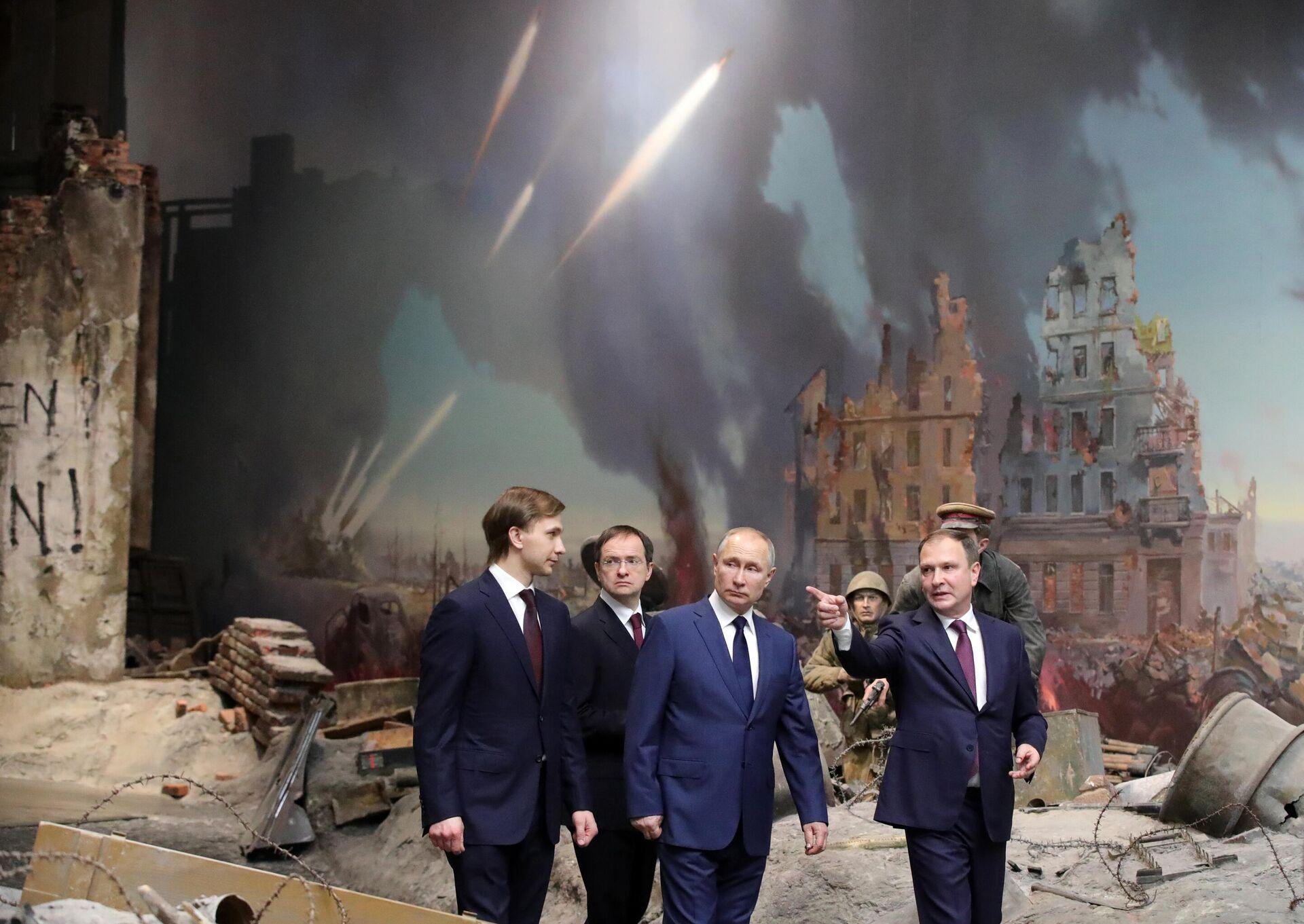 Il presidente russo Putin in visita al museo della Vittoria di Mosca - Sputnik Italia, 1920, 12.07.2021