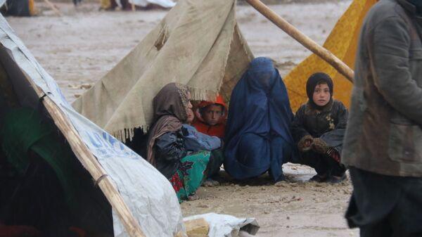 Лагерь афганских беженцев в городе Мазари-Шариф - Sputnik Italia