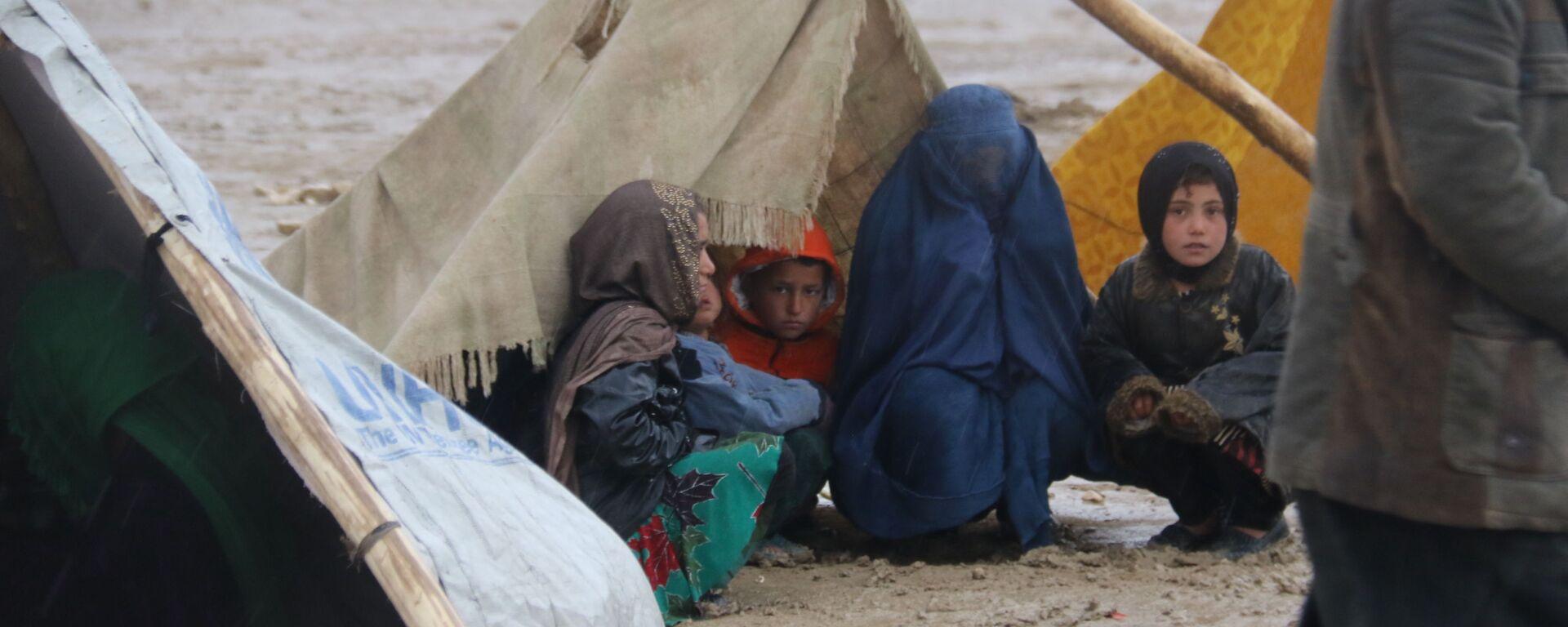 Rifugiati afghani a Mazar-i Sharif - Sputnik Italia, 1920, 14.07.2021
