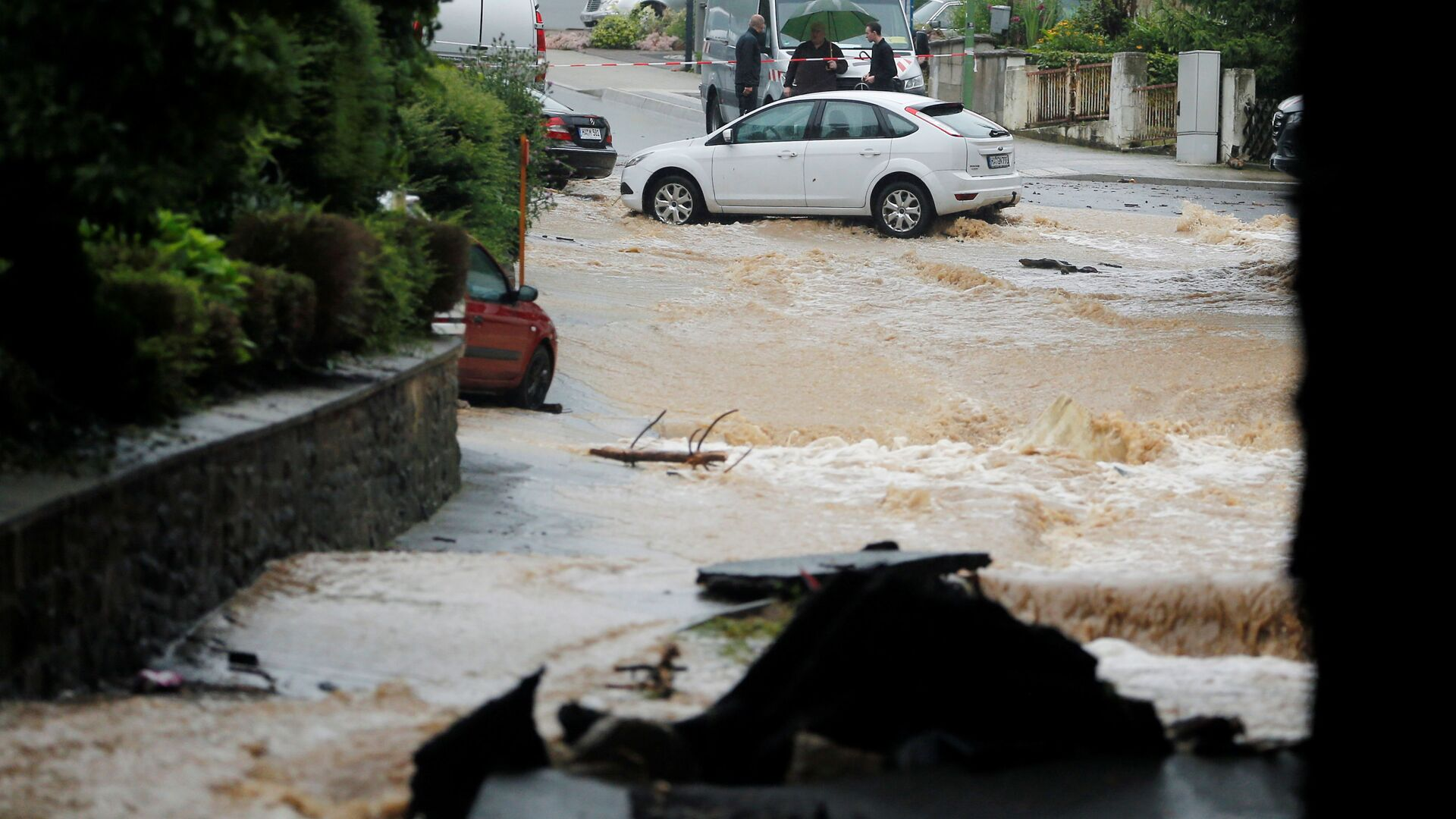 Затопленная улица после проливных дождей в Хагене, Германия  - Sputnik Italia, 1920, 15.07.2021