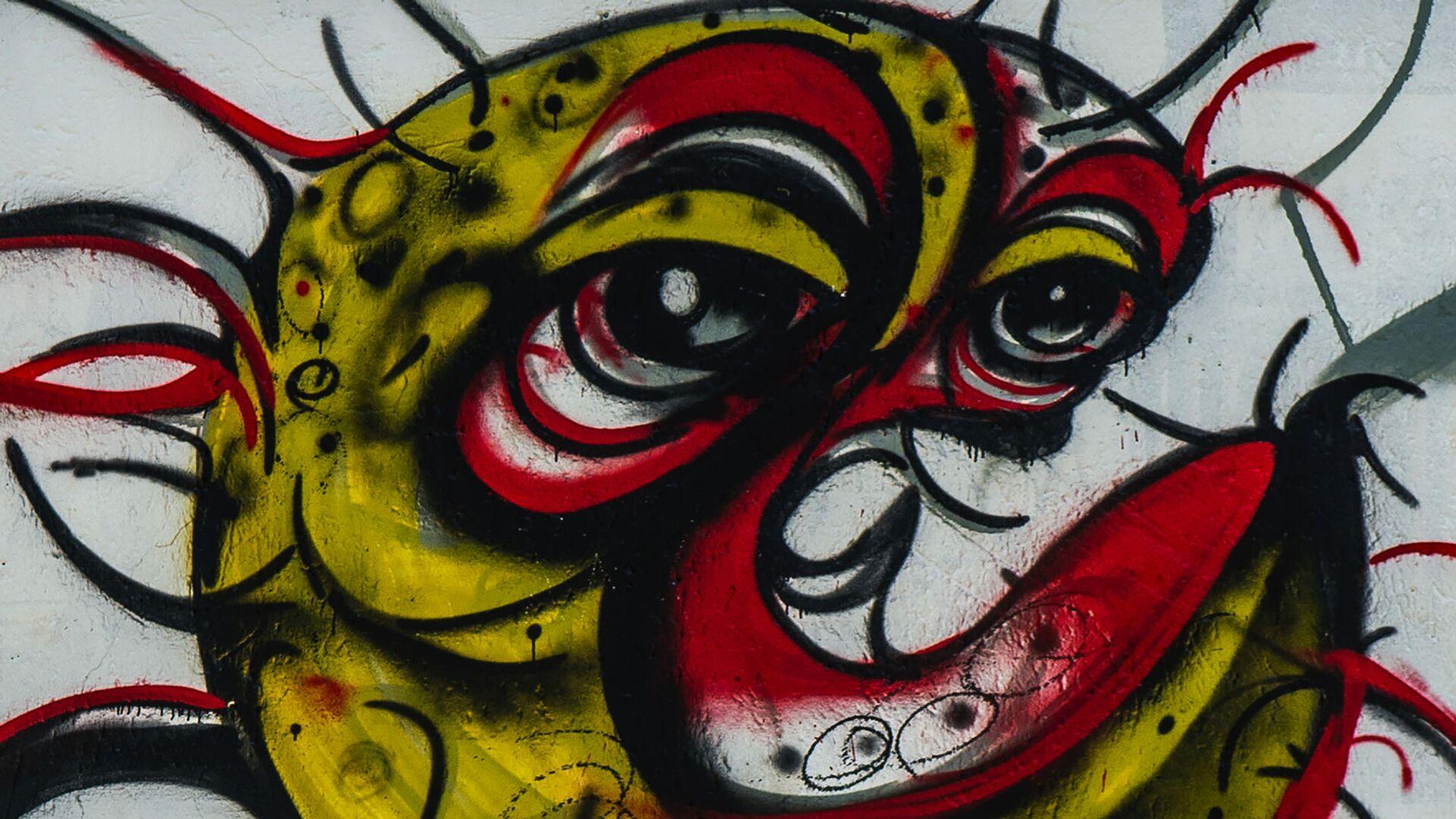Ребенок у граффити с изображением COVID-19 в Совето, ЮАР - Sputnik Italia, 1920, 07.09.2021