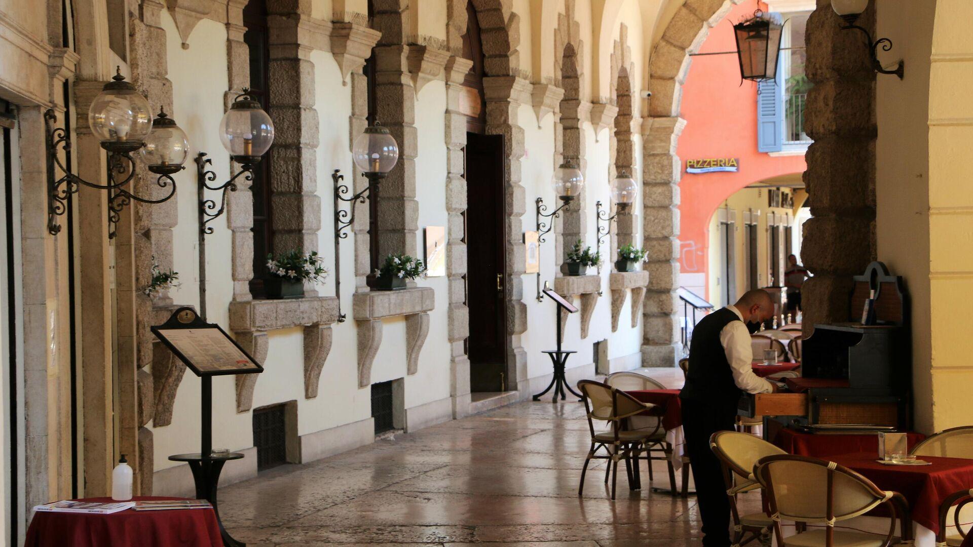 Un ristorante vuoto a Milano - Sputnik Italia, 1920, 08.08.2021