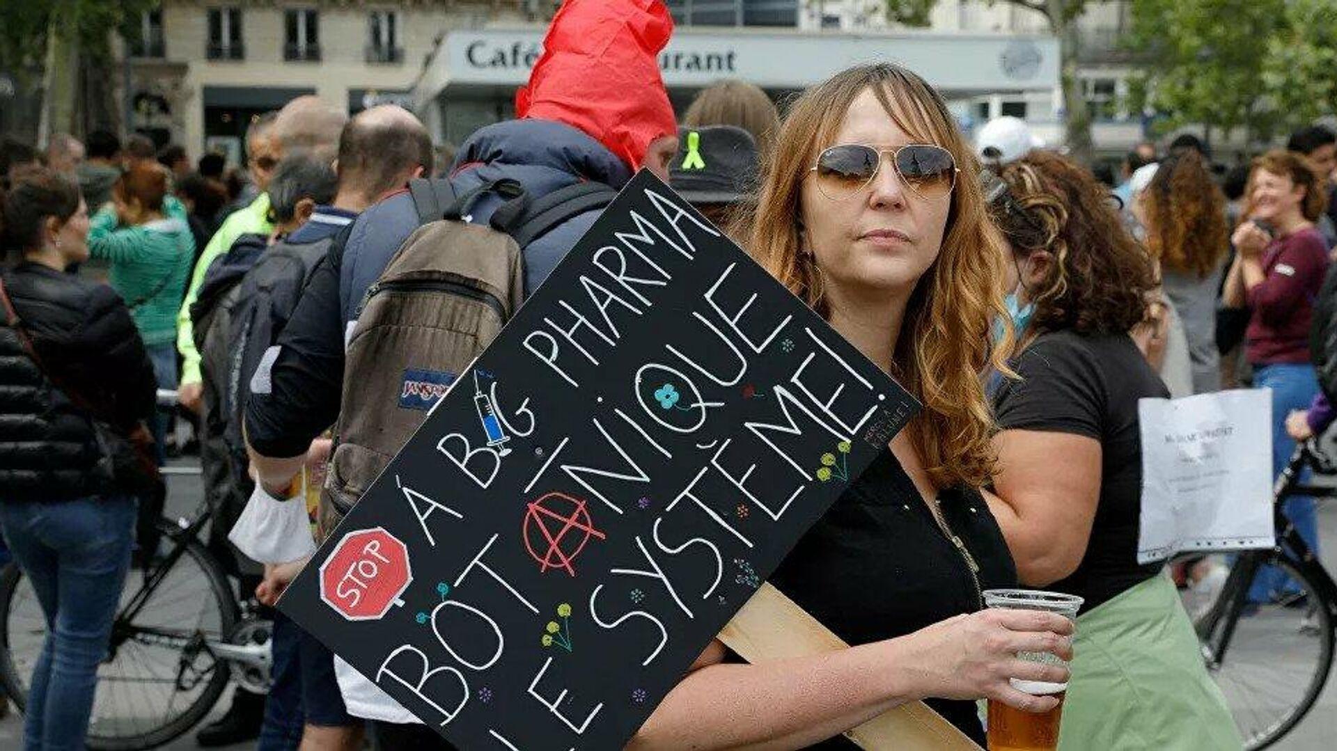 Le proteste a Parigi contro l'obbligo vaccinale  - Sputnik Italia, 1920, 17.07.2021