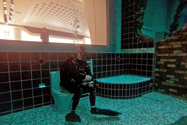 """La piscina più grande del mondo ospita una sorta di """"Atlantide"""" dei giorni nostri.  - Sputnik Italia"""