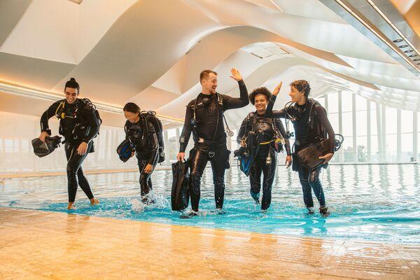 Tuffarsi nella piscina più profonda del mondo possono gli apneisti di vari livelli: dai principianti ai professionisti.  - Sputnik Italia