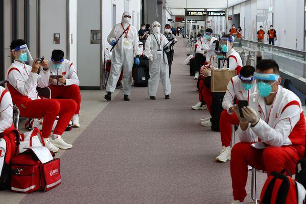 Inoltre, anche un membro della delegazione olimpica nigeriana era risultato positivo all'aeroporto di Narita e secondo quanto riferito è stato ricoverato in ospedale. - Sputnik Italia