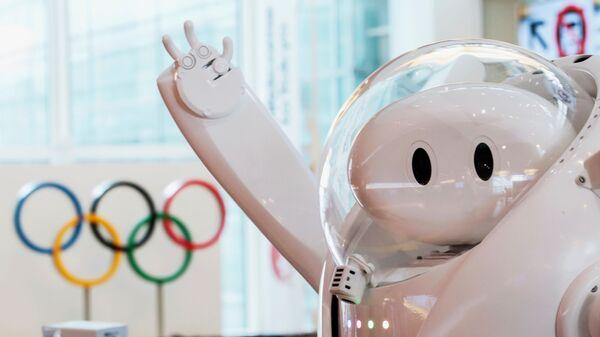 Робот у информационной стойки в аэропорту Haneda  - Sputnik Italia
