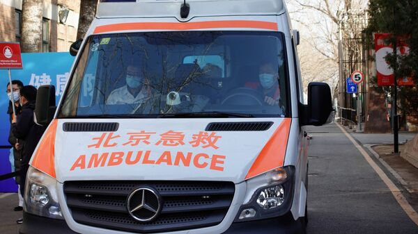 Автомобиль скорой помощи в Пекине, Китай - Sputnik Italia