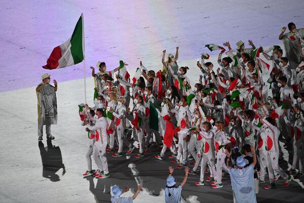 Gli atleti della squadra italiana alla cerimonia inaugurale delle Olimpiadi di Tokyo. - Sputnik Italia