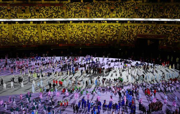 La sfilata degli atleti alla cerimonia di apertura delle Olimpiadi a Tokyo. - Sputnik Italia