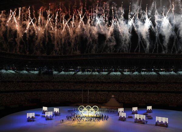 I fuochi d'artificio durante la perfomance degli artisti. - Sputnik Italia