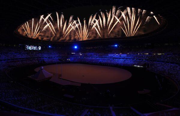 I fuochi d'artificio all'inizio della cerimonia di apertura delle Olimpiadi. - Sputnik Italia