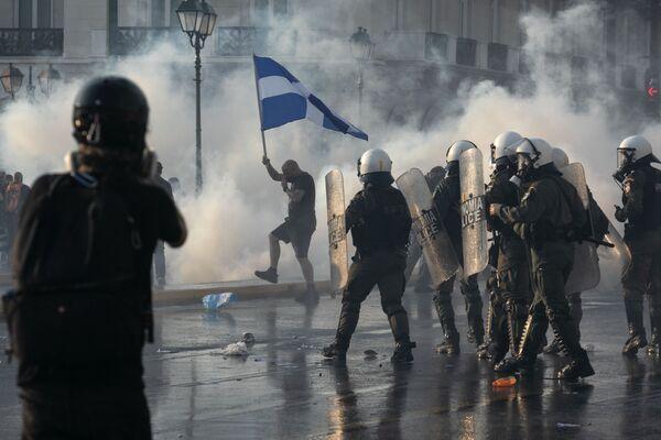 In Grecia, i cittadini sono scesi nuovamente in piazza per protestare contro la proposta del governo di rendere il vaccino anti-Covid obbligatorio per alcune categorie di lavoratori.  - Sputnik Italia