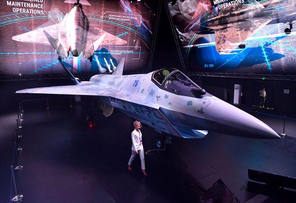 Un prototipo di un nuovo caccia monomotore multiuso leggero al MAKS-2021, il salone internazionale dell'aeronautica e dello spazio che si tiene a Mosca. - Sputnik Italia