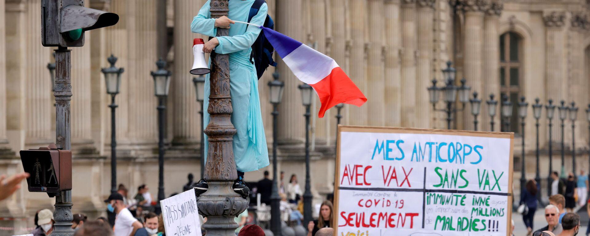 Proteste contro le restrizioni anti-Covid governative a Parigi - Sputnik Italia, 1920, 25.07.2021