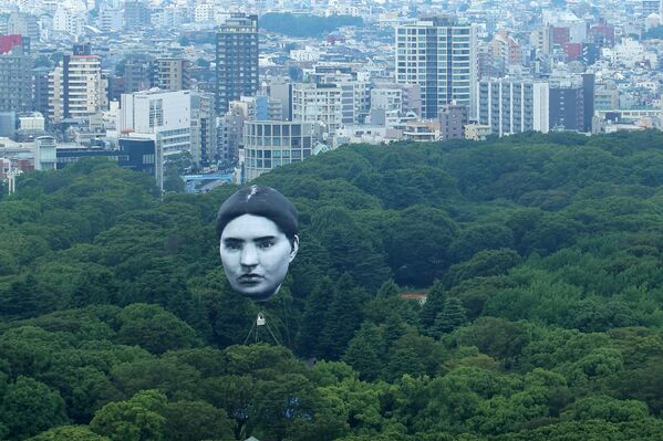 """Una mongolfiera creata dal gruppo artistico giapponese """"mé"""" galleggia sopra il Parco Yoyogi di Tokyo, un progetto chiamato Masayume - una parola giapponese per un sogno che diventa realtà. - Sputnik Italia"""