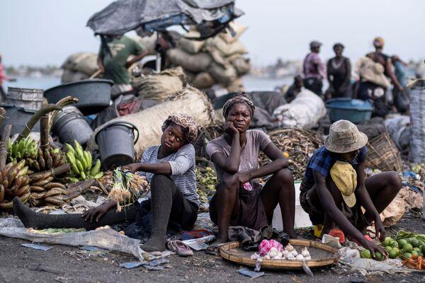 Le persone con prodotti freschi a Cap-Haitien, Haiti, 21 luglio 2021. - Sputnik Italia